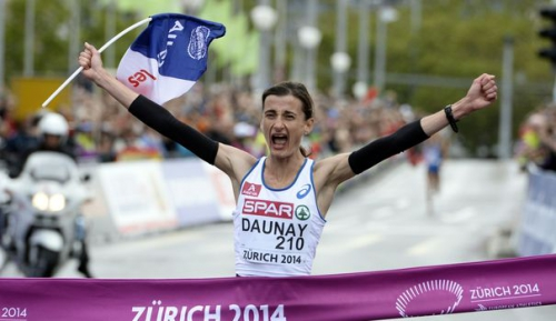 la-francaise-christelle-daunay-celebre-sa-victoire-lors-du-marathon-des-championnats-d-europe-d-athletisme-le-16-aout-2014-a-zurich_5014061.jpg