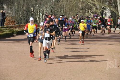 378-coureurs-se-sont-elances-a-10-heures-du-chateau-de-la-verrerie.jpg